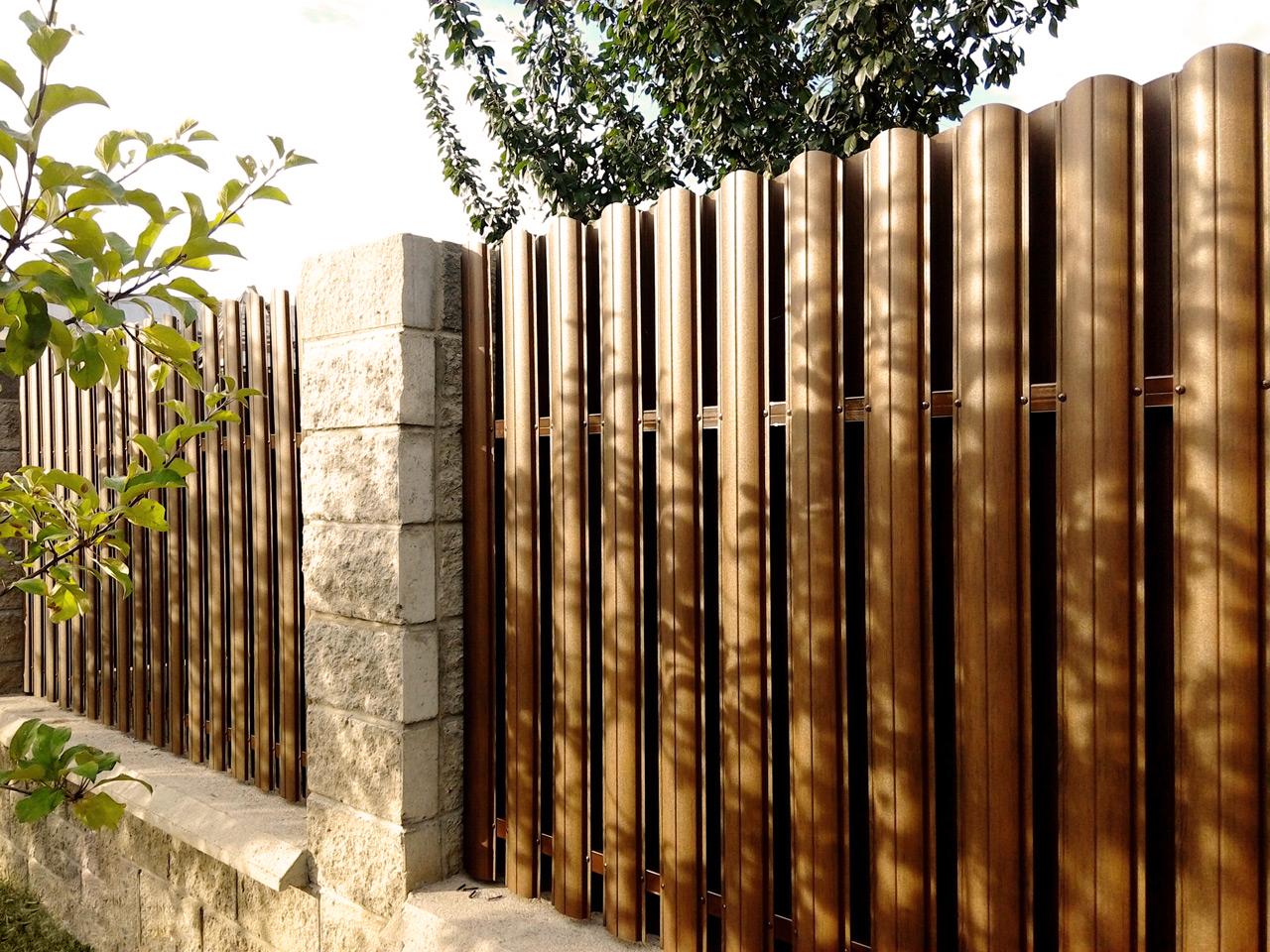 виды деревянных заборов для частных домов фото дизайне интерьера